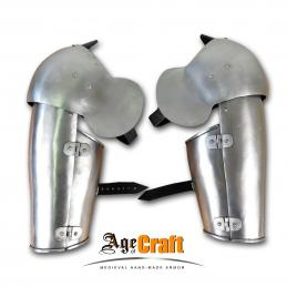 Plate bracer with elbow
