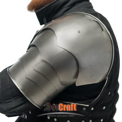 Segmented  European  shoulder XVI cen