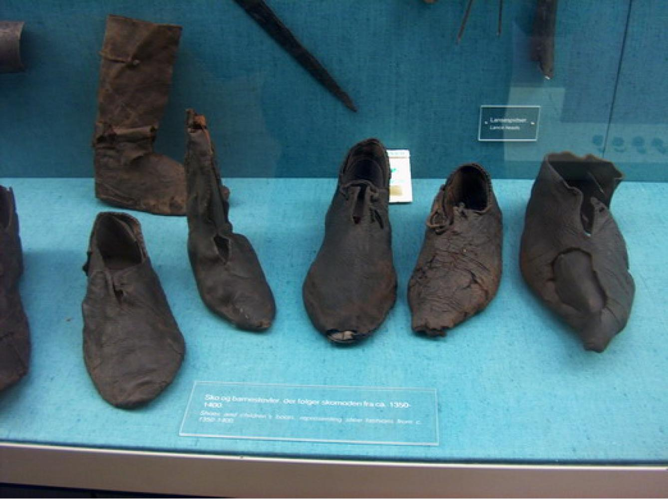 Boots from Baynards Castle: Historical Sources Image